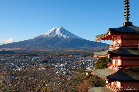 morning view of the Chureito Pagoda and snow covered Mount Fuji in the background