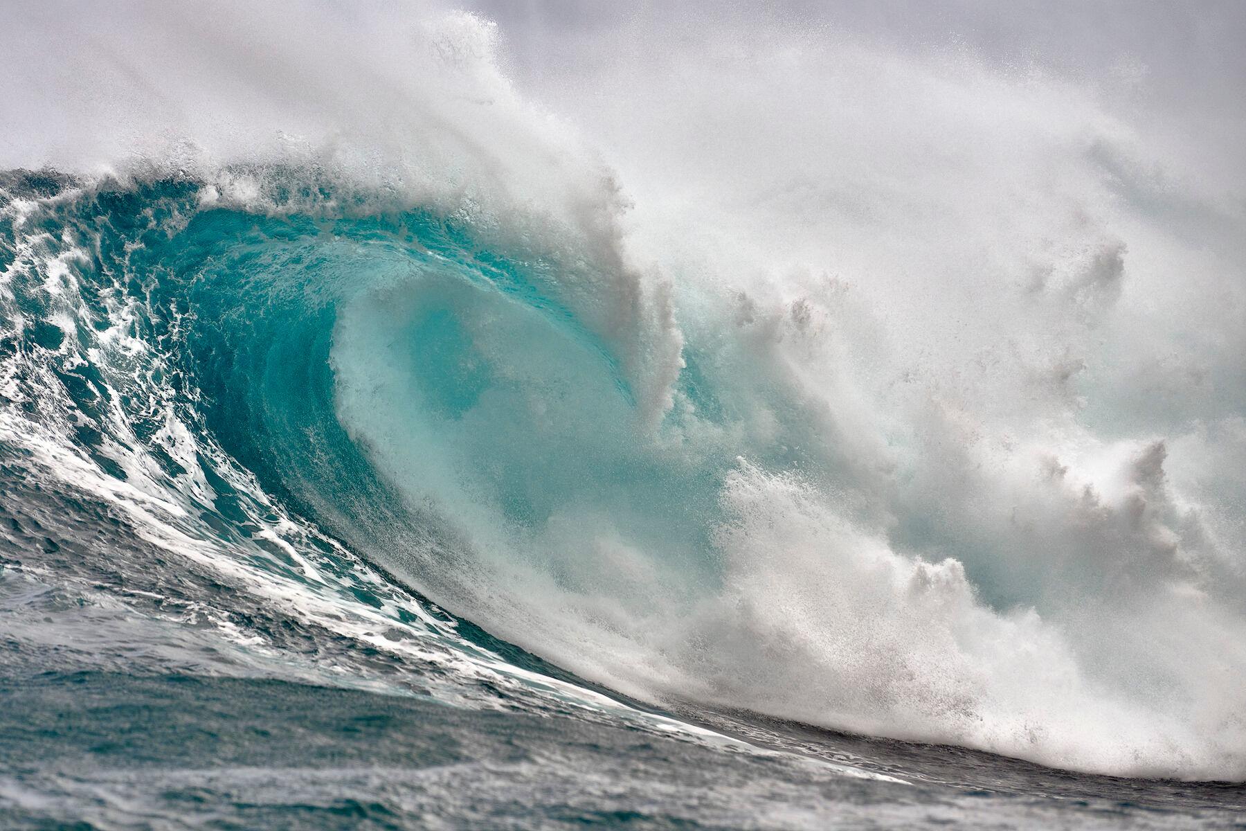wave, jaws, peahi, surfing, blue, aqua, ocean, big wave, biggest wave, big wave, photo